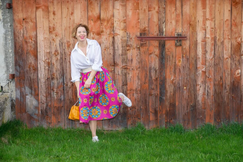 jak nosić rozkloszowane spódnice midi